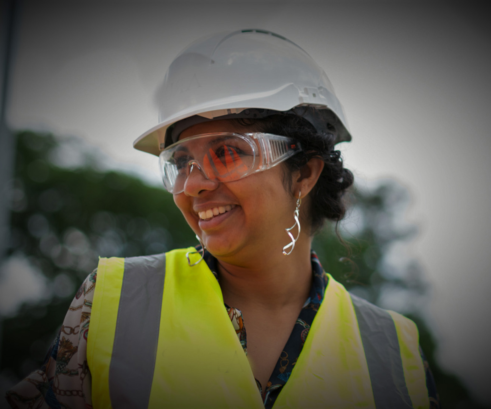 Image of a female construction worker.