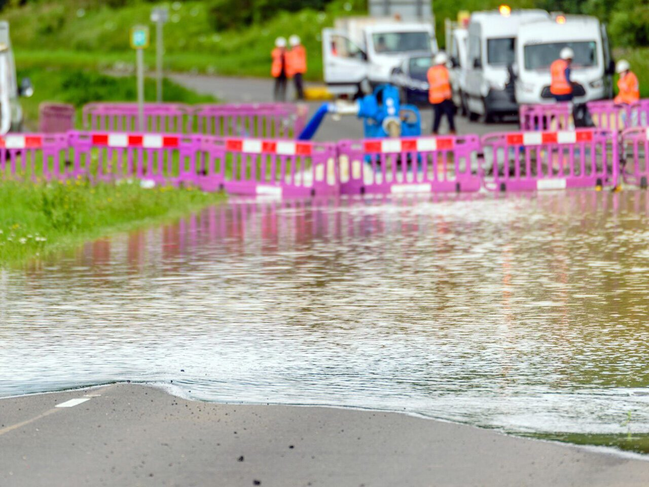 https://www.rwbgroup.co.uk/wp-content/uploads/2021/10/Flood-Response-Services-1280x960.jpg